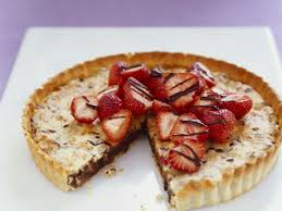 schoko walnuss kuchen mit erdbeeren