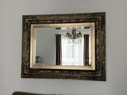 wohnzimmer tisch spiegel barock bild und diverse vasen