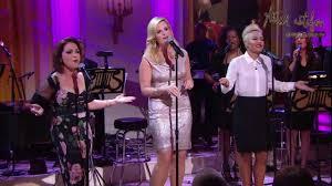 Trisha Yearwood Pumpkin Roll by Trisha Yearwood Doo Wops At The White House With Gloria Estefan