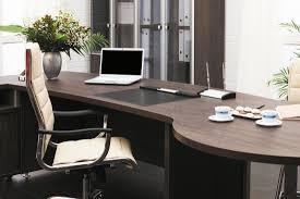 bureau de travail le mobilier de bureau devient et connecté