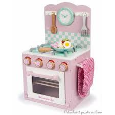 cuisine enfant 2 ans cuisine en bois jouet et dinette en bois le jouet d imitation par