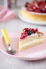 gâteau magique à l amande et fruits rouges chefnini
