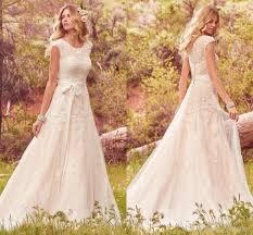 Discount 2018 New Lace Tulle Bohemian Wedding Dresses Modest Cap