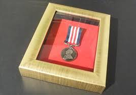 Gilt Frame For 1 Medal