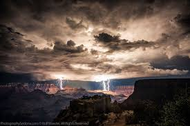 Grand Canyon Lightning Storm Rolf Maeder1 21 Terrifyingly Beautiful Photos Of Incoming Clouds