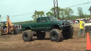 BIG GREEN S10 MONSTER MUD TRUCK AT DAMMP! - YouTube