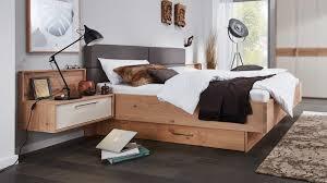 interliving schlafzimmer serie 1002 bettgestell mit vielen extras sandfarbener lack balkeneiche liegefläche ca 180