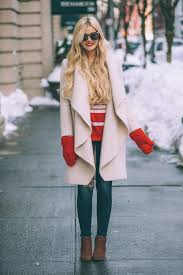 Amber Fillerup Clark Is Rocking These Adorable Scarlet Mittens Pairing Them With A Cream Overcoat