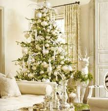 weihnachtsdeko in weiß und grün als schöne farbkombi