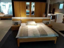 schlafzimmer massiv mit kleiderschrank doppelbett und nachttischen