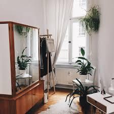 einblick ins schlafzimmer kleiderschrank vintage