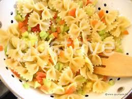 salade de pâtes au saumon fumé et au concombre croquant la
