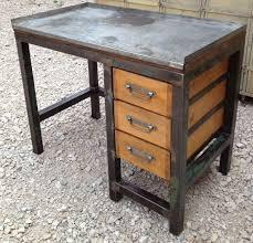 bureau m騁allique industriel etabli bureau metal 3 tiroirs bois 1950 patine mobilier
