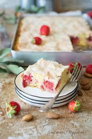 erdbeer rhabarberkuchen mit mandel baiser vom blech