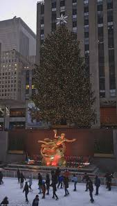 Ge 75 Ft Christmas Trees by History Of The Rockefeller Center Christmas Tree Daily Mail Online