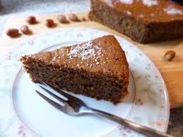 glutenfreier nuss maronen kuchen mit schokolade auf die