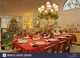 Christmas Centerpieces For Dining Room Tables by Living Room Christmas Decorations For Dining Room Chandelier