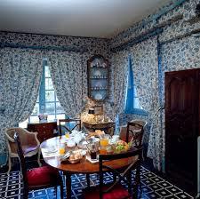 esszimmer mit blau weiss gemusterten bild kaufen