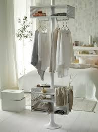elegantes schlafzimmer wie sie in gold und weiß dekorieren
