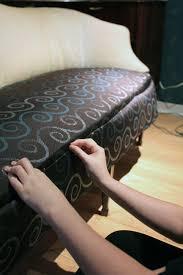 peinture pour canapé en tissu etape 4 epingler et poser les morceaux de tissus tuto