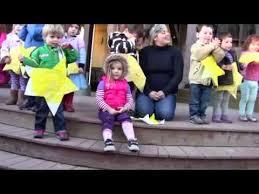 Viggo singing Christmas songs at Oakland Garden School