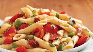 salade de pâtes au bacon et au basilic vivre délicieusement
