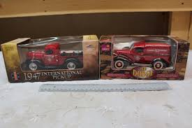 100 1936 International Truck Die Cast Canadian Tire Models 2 IH 1947