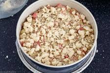 streuselboden kuchen mit rhabarber emmikochteinfach