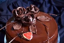 schokoladentorte mit frischen erdbeeren eierlikörtorte royal mit verpoorten erdbeer