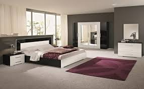 carrelage chambre à coucher couvre lit brun foncé carrelage en marbre blanc applique murale