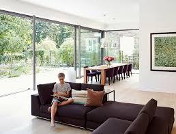 großzügiges wohnzimmer mit bodentiefen fenstern bild 7