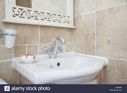 schuss der badezimmer mit waschbecken waschtisch armatur
