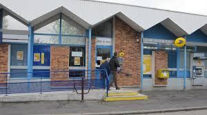 les bureaux de poste des travaux au bureau de poste le contraignent à fermer plusieurs