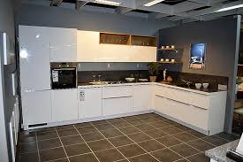 nolte musterküche moderne l küche weiß hochglanz