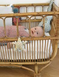 chambre bébé retro vintage et original le lit en rotin est de plus pom gus