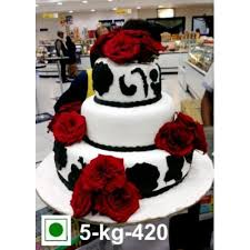 Black And White Wedding Cake With Red Roses Cakes Delivery Jaipur Rajasthan