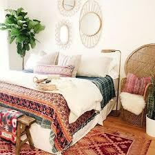 Best 25 Antique Bedroom Decor Ideas On Pinterest