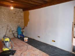 separation de chambre crépi intérieur sur le mur de séparation des deux chambres aout