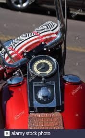 ein harley davidson motorrad mit einem schlafzimmer an
