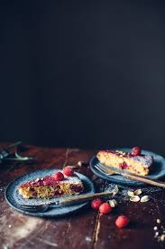gluten free polenta cake with raspberries and pistacchios
