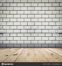 Pared de ladrillo Grunge blanco fondo y piso de madera perspectiva