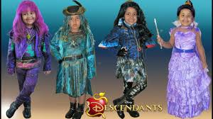 Famous Halloween Characters Names by Descendants 2 Halloween Costumes Dress Up Mal Evie Uma Youtube