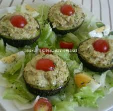cuisiner avocat salade d avocats farcis au fromage et au thon délicieuse entrée