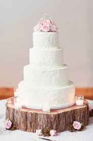 1 Elegant Wedding Cake With A Hint Of