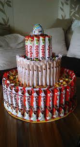 süßigkeiten torte eine große eine mittelgroße und eine