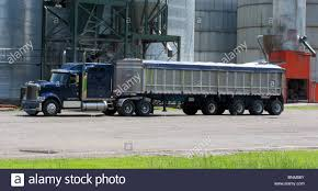 Truck Transport 18 Wheeler Stock Photos & Truck Transport 18 Wheeler ...