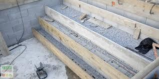 comment construire un escalier de piscine béton jardipartage
