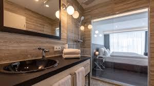 hotel mit glaswand zum bad duschen hotelsuche