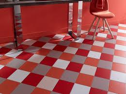 renovation carrelage sol cuisine rénover le revêtement du sol de la cuisine nos conseils des