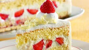 erdbeer joghurt torte mit weißer mousse au chocolat